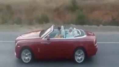 Photo of الملك محمد السادس يسوق سيارته الجديدة في الطريق السياررفقة ولي العهد