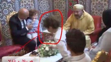 Photo of فيديو ..الطفل الذي أضحك  المغاربة عند جلوسه مع الملك محمد السادس