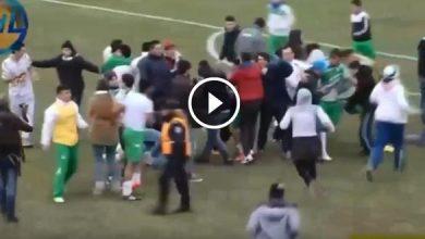 "Photo of فيديو.. مباراة كرة قدم تتحول إلى ""معركة"" بين اللاعبين والمشجعين بالأرجنتين"
