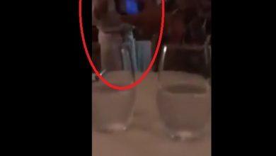 Photo of فيديو خلق ضجة الآن  بفرنسا.. طرد فتاتين من مطعم بسبب الحجاب