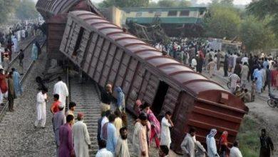 Photo of مقتل 6 وإصابة العشرات في حادث تصادم قطارين بباكستان