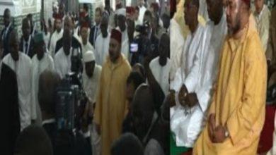 Photo of لحظة وصول وأداء الملك محمد السادس صلاة الجمعة بالمسجد الكبير بدكار السنغالية