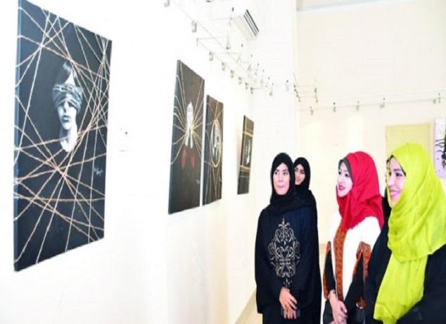 معرض ( لمسات)..احتفاء بأعمال فنانات تشكيليات بمناسبة اليوم العالمي للمرأة
