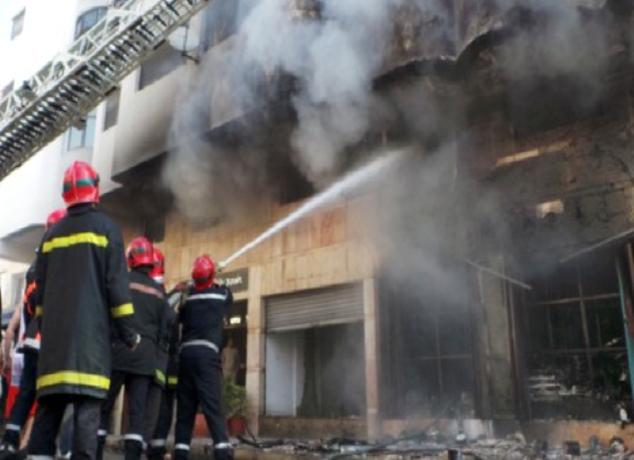 سلا.. مقتل عنصر من الوقاية المدنية في حريق مهول بمستودع للخشب