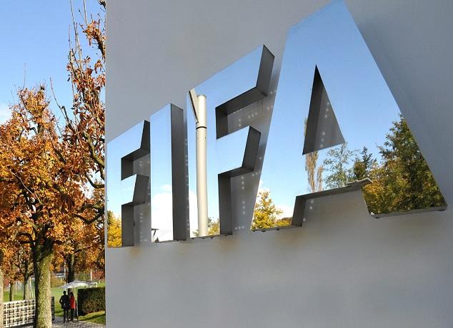 """""""الفيفا"""" يحدد شروط إلغاء إيقاف الاتحاد المالي لكرة القدم"""