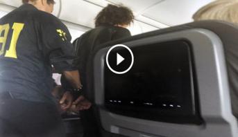 Photo of فيديو: هبوط اضطراري لطائرة بعد محاولة راكب دخول قمرة القيادة بالقوة
