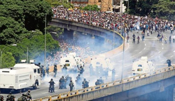 Photo of فنزويلا .. سقوط 76 قتيلا خلال المظاهرات المناهضة لحكومة الرئيس مادورو منذ أبريل الماضي