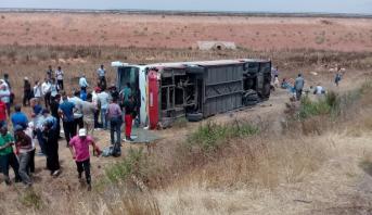 Photo of فيديو وصور: إصابة العشرات في حادث انقلاب حافلة ركاب بين سطات والبيضاء