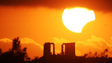 Photo of كسوف الشمس يكبد الشركات الأمريكية خسائر تقارب 700 مليون دولار