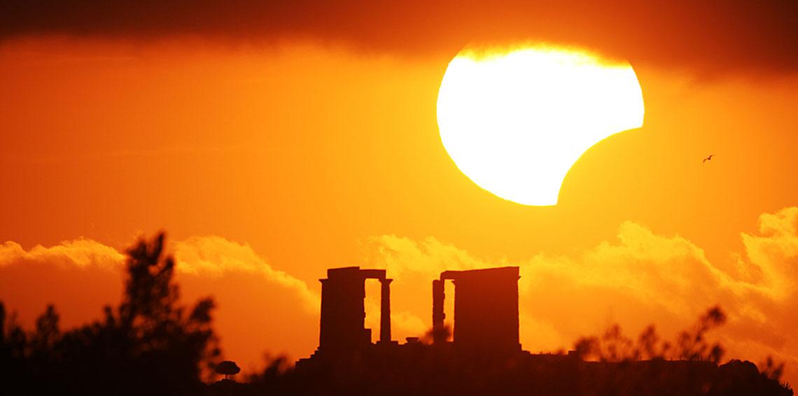 كسوف الشمس يكبد الشركات الأمريكية خسائر تقارب 700 مليون دولار