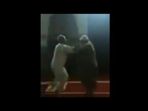 ناس مبقاوش كيحترمو بيوت الله.. مضاربين وسط المسجد باليدين و الكراسي في فاس