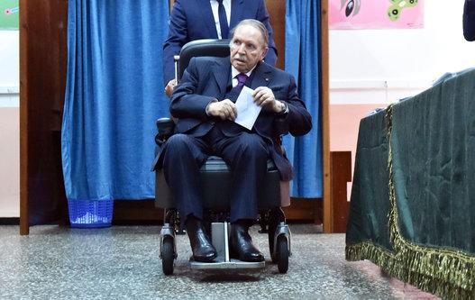 الجزائر/صور: هيجان على مواقع التواصل وبوتفليقة يواجه المادة 102 .. !