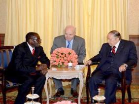الجزائر تايمز: أزمة زمبابوى شبيهة بحالة الجزائر