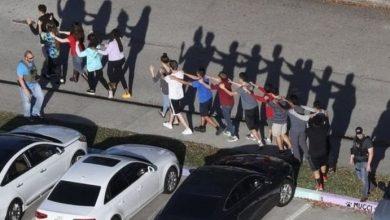 Photo of مقتل 17 شخصا في حادث إطلاق نار بمدرسة في فلوريدا