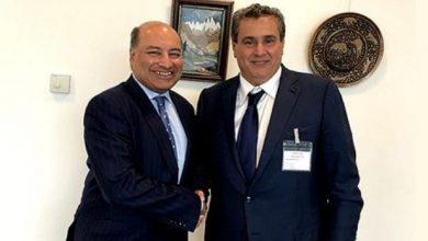 Photo of أخنوش يلتقي في لندن رئيس البنك الأوروبي لإعادة الإعمار والتنمية
