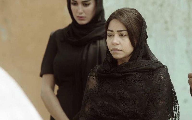شيرين تتهجم على صحفية في عزاء والدها وحسام حبيب يضحك (فيديو)