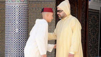 Photo of أمير المؤمنين يؤدي صلاة عيد الفطر ويتقبل التهاني بهذه المناسبة