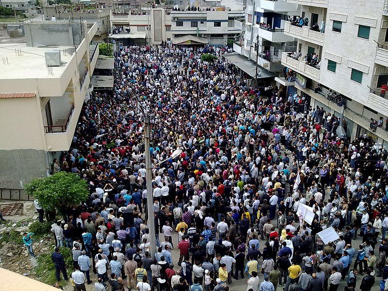 فيديو: غضب شعبي في الجزائر .. قطع للطرقات وإشعال للنيران