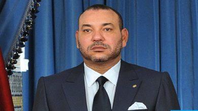 Photo of الملك يعزي ويواسي أفراد أسرة الفنان المرحوم ميمون الوجدي