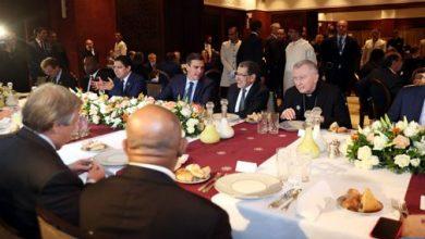 Photo of الملك يقيم بمراكش مأدبة غداء على شرف المشاركين في المؤتمر الحكومي الدولي حول الهجرة