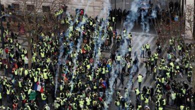 "Photo of مواجهات وصدامات عنيفة وسط باريس خلال احتجاجات ""السترات الصفراء"""