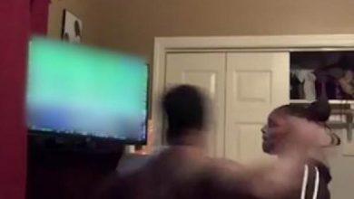 Photo of بالفيديو.. رجل يحطم شاشة تلفازه بلكمة واحدة بعد خسارة فريقه