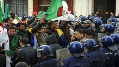Photo of الجزائر.. اعتقال أزيد من 40 شخصا خلال مظاهرات الجمعة ضد بوتفليقة