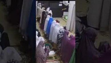 Photo of فيديو.. لص يسرق حقيبة امرأة من داخل مسجد