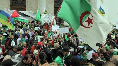 Photo of الجزائر: مئات الآلاف يطالبون بإعادة السلطة للشعب