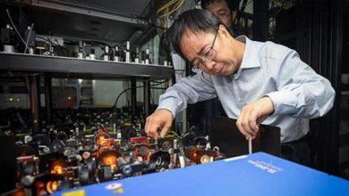 """Photo of عالم فيزياء صيني يفوز بجائزة """"آر. دبليو. وود"""" لعام 2019"""