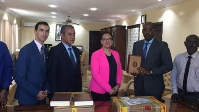 Photo of جيبوتي.. المغرب يتبرع بمجموعة من المصاحف وكتب عن الثقافة الإسلامية لمكتبة مسجد أم سلمة