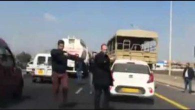 Photo of فيديو: احتجاز رشيد نكاز من طرف عناصر الجيش والدرك والأمن الجزائرية