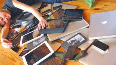 Photo of دراسة: العائلات تمضي نصف وقتها وقت العشاء مشتتة الإهتمام بسبب الأجهزة الإلكترونية