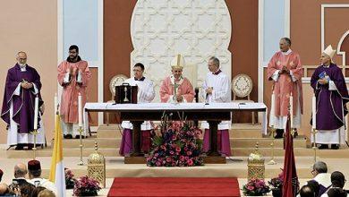Photo of البابا فرانسيس يترأس حفلا دينيا بالمركب الرياضي مولاي عبد الله بالرباط حضره حوالي 10 آلاف شخص