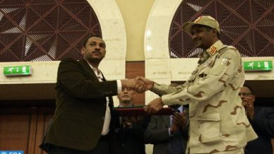 Photo of السودان: المجلس العسكري وقوى إعلان الحرية والتغيير يوقعان على وثائق الفترة الانتقالية