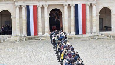 Photo of الفرنسيون يلقون نظرة الوداع الأخيرة على الرئيس جاك شيراك