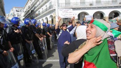 Photo of آلاف الجزائريين يتظاهرون للتنديد بمشروع قانون جديد للمحروقات