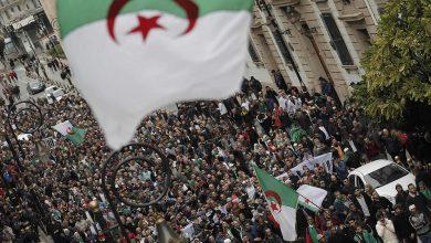 Photo of الجزائر: مظاهرات جديدة في غداة تولي الرئيس الجديد مهامه رسميا
