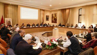 Photo of اللجنة الخاصة بالنموذج التنموي تقرر الشروع ابتداء من 2 يناير في عملية استماع للمؤسسات والقوى الحية للأمة