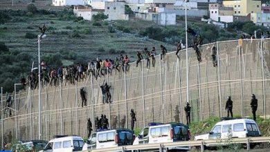 Photo of إحباط محاولة اقتحام جماعي لما يناهز 400 مهاجرا سريا منحدرين من دول إفريقيا جنوب لمدينة سبتة المحتلة