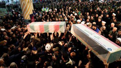 Photo of إيران: مقتل العشرات في تدافع بمراسم دفن سليماني بمسقط رأسه كرمان
