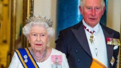 Photo of صور: الملكة إليزابيث استطاعت الحفاظ على صحتها طيلة 94 عاما.. السر داخل الحقيبة الجلدية!