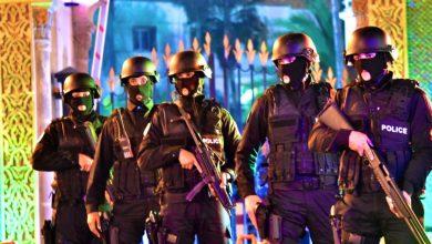 Photo of الشرطة ببوجدور تستخدم المسدسات لتوقيف شخص هاجم موظفين عموميين أثناء تنفيذهم حالة الطوارئ الصحية