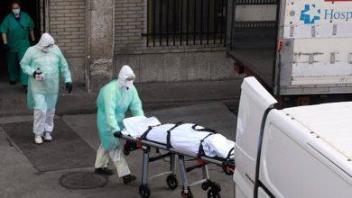 Photo of الإسبان يواصلون دعم أطرهم الطبية لما يقومون به تجاه المصابين بفيروس كورونا