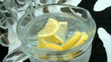 Photo of ماذا يحدث عند شرب الماء مع الليمون على الريق؟