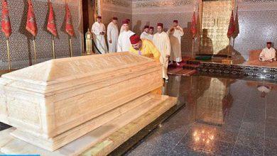 Photo of أمير المؤمنين الملك محمد السادس يترحم على روح المغفور له الملك محمد الخامس