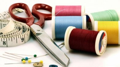 Photo of مصممة تقدم مبادرة تعليم مجانية للمهتمين بتعلم الخياطة والفصالة (فيديو)