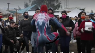 Photo of فيديو: سبايدرمان يقدم الطعام للمحتاجين