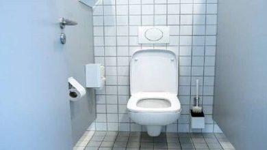 """Photo of دراسة صينية: """"كوفيد-19"""" يمكن أن ينتقل من خلال المراحيض إلى الشقق المجاورة"""
