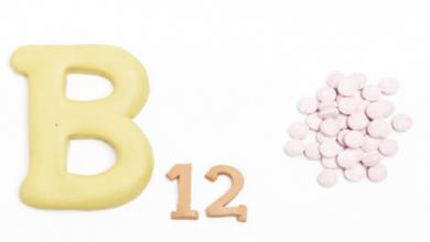 Photo of علامتان على الجسم تحذران من انخفاض مستويات فيتامين B12 بشكل خطير